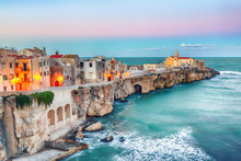 Papier Peint - Vieste - beautiful coastal town on the rocks in Puglia