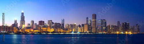 Papier Peint - Chicago skyline panorama across Lake Michigan at sunset, IL, USA