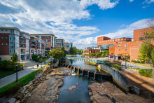 Papier Peint - View of the Reedy River, in downtown Greenville, South Carolina.