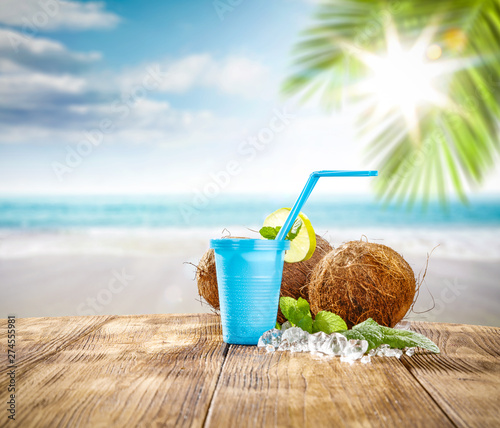 Papier Peint - Summer drink and beach landscape