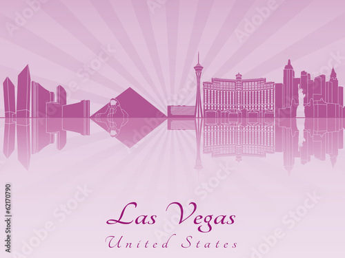Papier Peint - Las Vegas skyline in purple radiant orchid