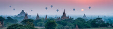 Papier Peint - Bagan panorama with temples and hot air-ballons during sunrise
