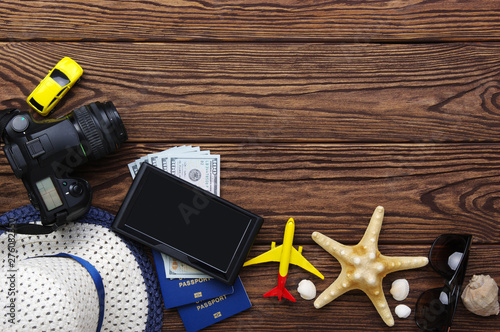Papier Peint - Travel concept on wood background