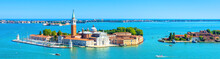 Papier Peint - Venice skyline, Italy. San Giorgio Maggiore island in Venetian lagoon. Aerial panoramic view of marine Venice city. Beautiful landscape of Venice in summer. Horizontal banner of Venice in the sea.