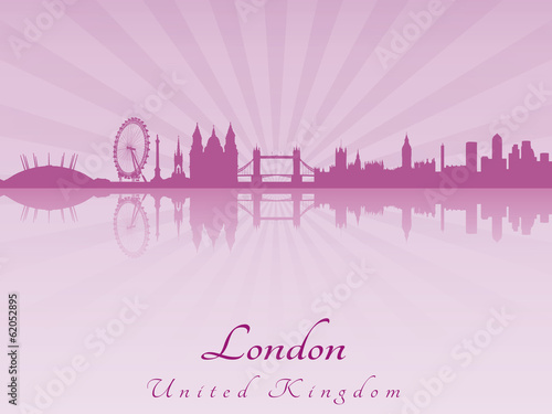 Papier Peint - London skyline in purple radiant orchid