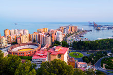 Papier Peint - Aerial view of the city center at sunset with bullring arena and mediterranean se in Malaga, Spain