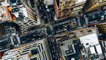 Papier Peint - Aerial view of New York downtown building roofs. Bird's eye view from helicopter of cityscape metropolis infrastructure, traffic cars, yellow cabs mov
