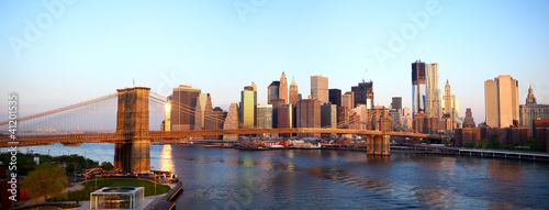 Papier Peint - Brooklyn Bridge and Manhattan skyline in New York at sunrise