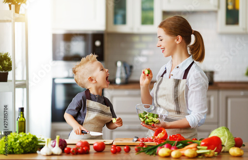 Papier Peint - happy family mother with child son preparing vegetable salad .