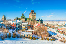 Papier Peint - City Skyline of Old Quebec City with Chateau Frontenac, Dufferin terrace and St. Lawrence River in Winter