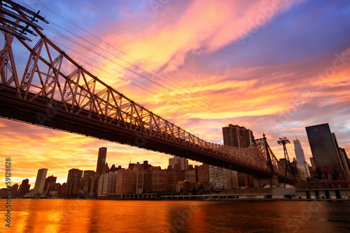 Papier Peint - Manhattan skyline and Queensboro Bridge at sunset, New York