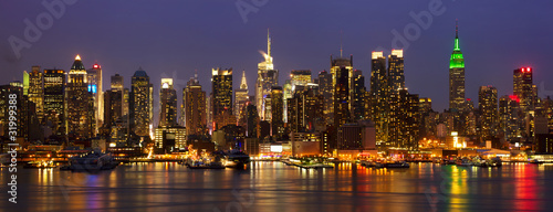 Papier Peint - New York City midtown skyline panorama at night, USA